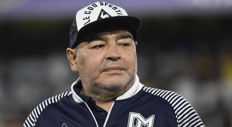 Momento en que confirman la muerte de Maradona