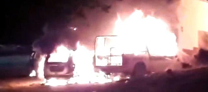 Se incendian patrulla y tres autos en taller de la junta