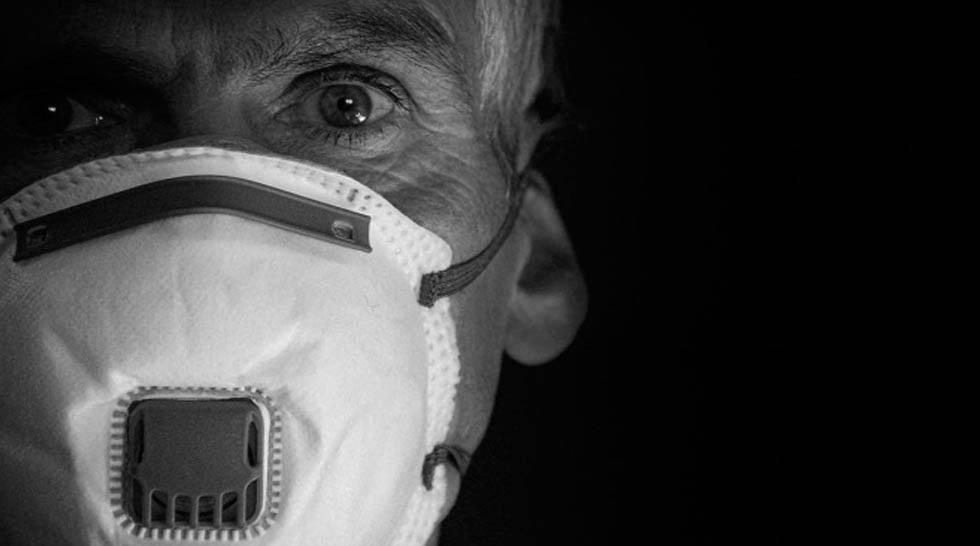 Hospitales de EU buscan más personal, reclutan médicos jubilados