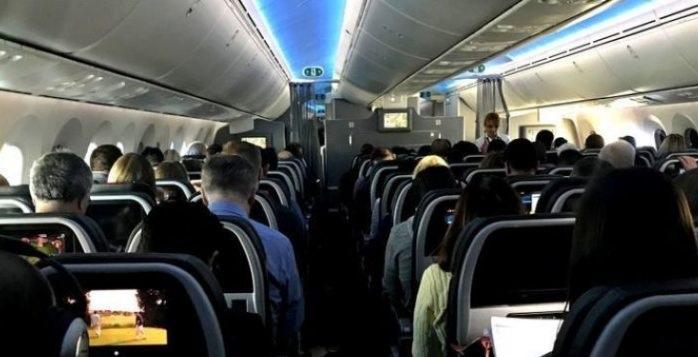 Descubren a azafata que ofrecía servicios sexuales en aviones