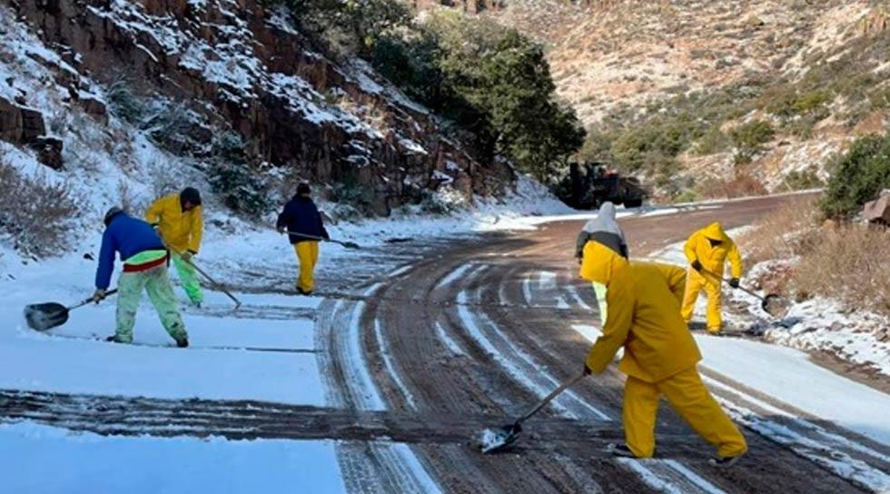 Trabajan para normalizar flujo vehicular en carretera Janos-Agua Prieta
