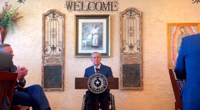 Levanta Texas todas las restricciones estatales, incluso de cubrebocas