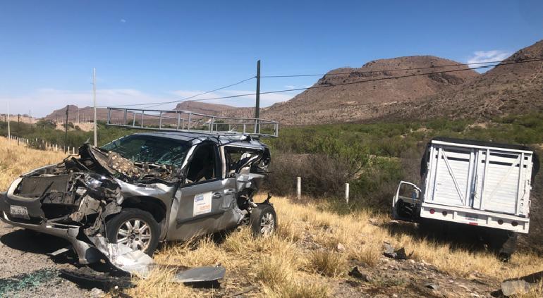Trailer ocasionó aparatoso choque en el 185 de la carretera a Delicias