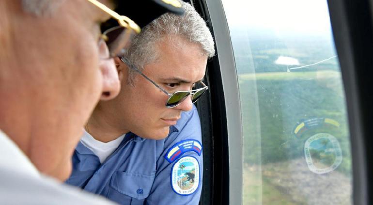 Atacan a balazos helicóptero del Presidente de Colombia; está ileso