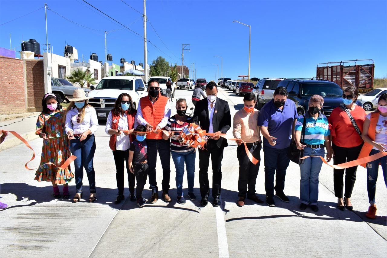 Bajo inversión de 4 millones 700 mil pesos, el Alcalde Peña entrega las calles Urique y Rosario en la colonia Ferro Gay.
