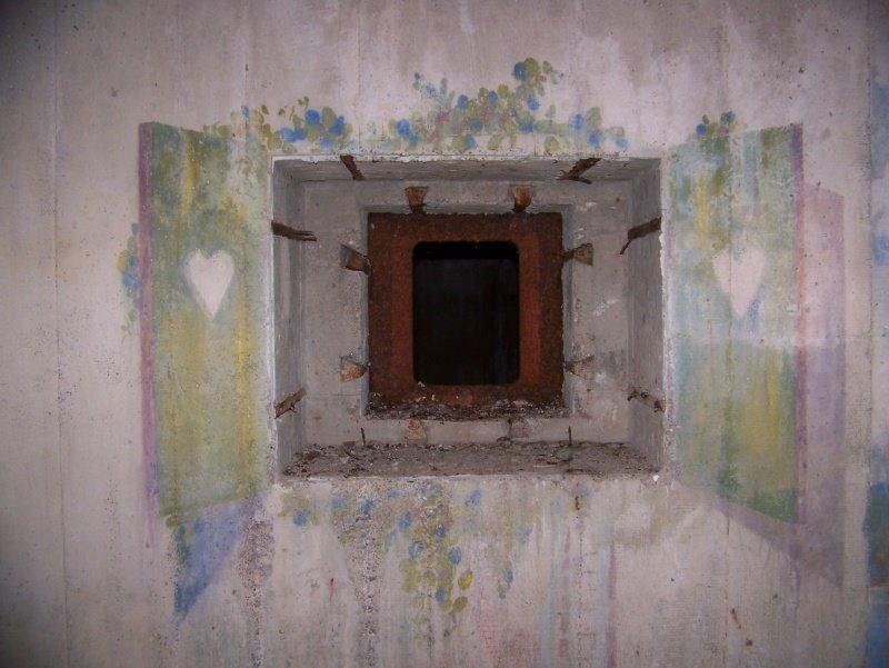 Osteck : La Batterie aux fresques cachées