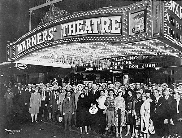 Le Warners' Theater, un cinéma affilié au célèbre studio hollywoodien. Source : www.hollywood-et-crise-de-1929.webnode.fr