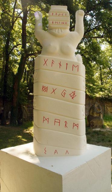 Lug en pierre, runes, futark et oghams