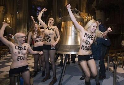 Les Femen remettent le couvert à Notre-Dame...