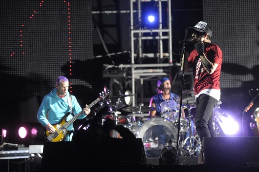 Los Red Hot Chili Peppers encendieron River con su fábrica de éxitos