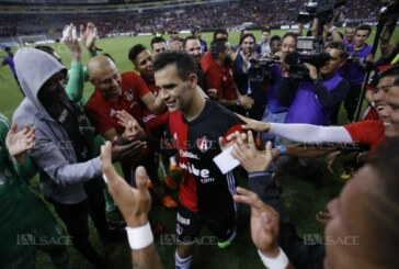 Football – Bel hommage de Guadalajara au joueur Rafa Marquez !