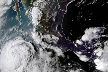 L'ouragan Rose faiblit rapidement au large du Mexique ! (Video)