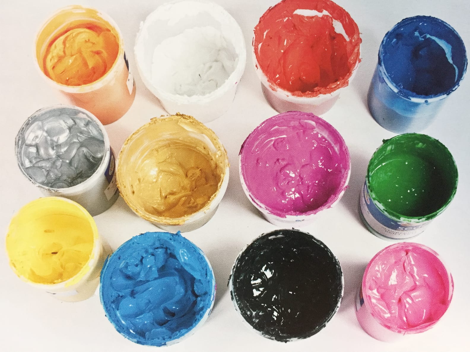 Choosing The Right T Shirt Color For Printing And Branding