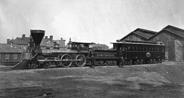 "Locomotiva William Mason 4-4-0 ""W.H. Whiton"" delle United States Military Railroad (USSMR) con la carrozza presidenziale di Abraham Lincoln, gennaio 1865"