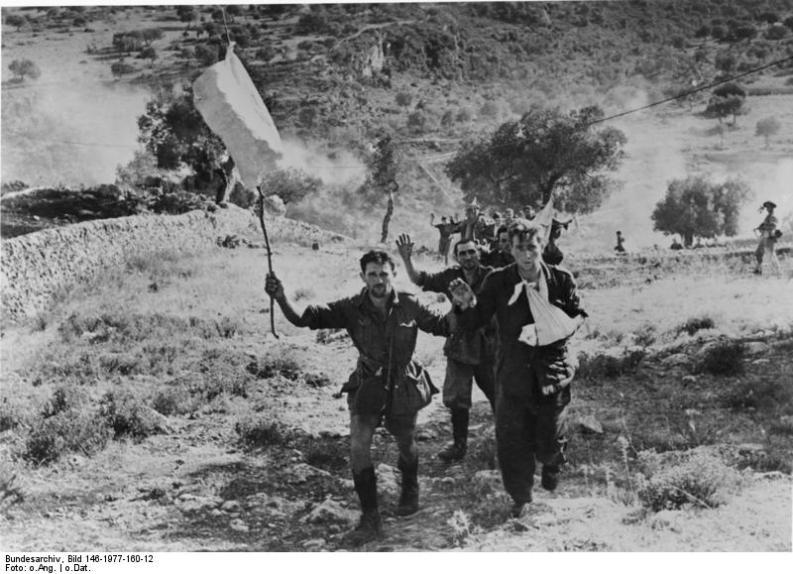 Sicilia, 1943: soldati italiani si arrendono agli alleati