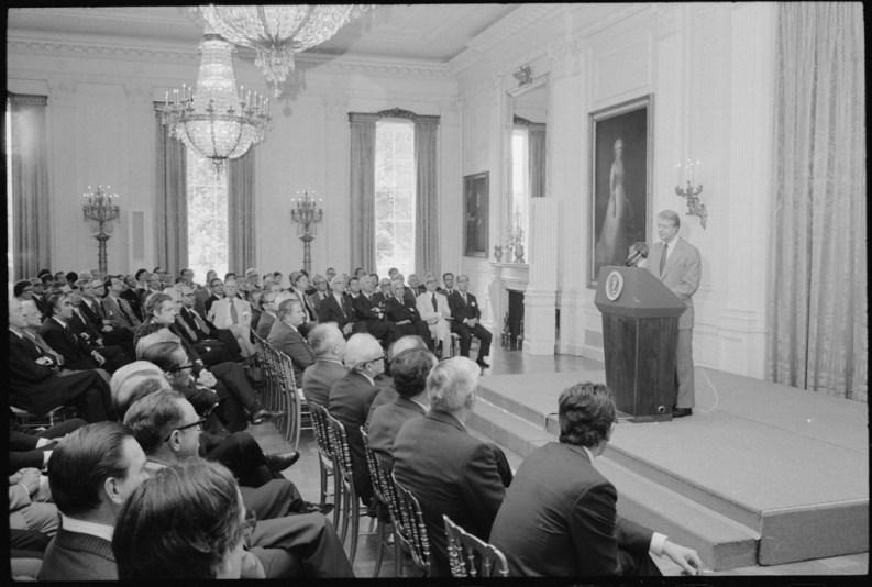 Jimmy Carter presiede l'incontro della Commissione Trilaterale alla Casa Bianca il 12 giugno 1978.
