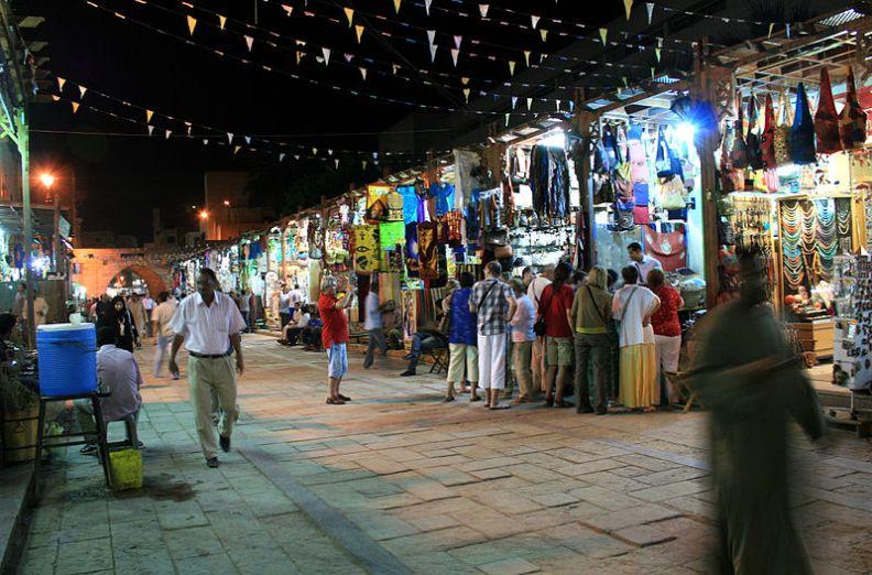 Suk di Aswan di notte