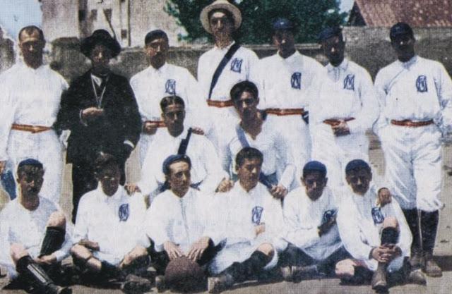 La squadra del Real Madrid nel 1902, anno della fondazione.