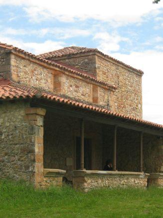 Santa María Magdalena, Castiellu, Parres
