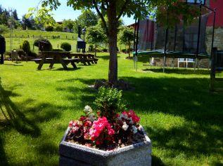 La Quintana de Romillo. Jardín con mobiliario.