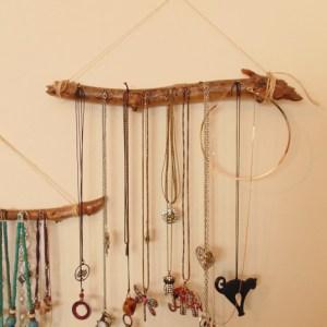 porta collane di legno