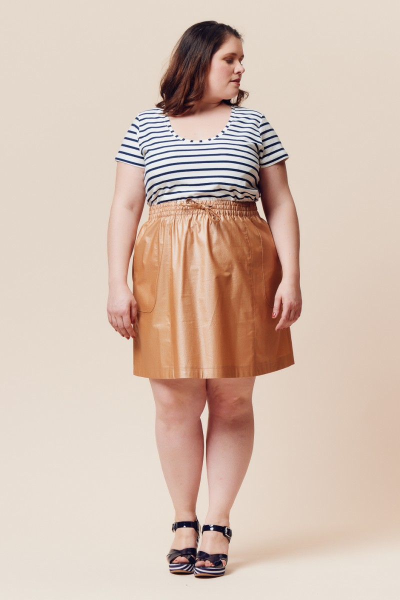 curvy girl wearing a t-shirt and skirt