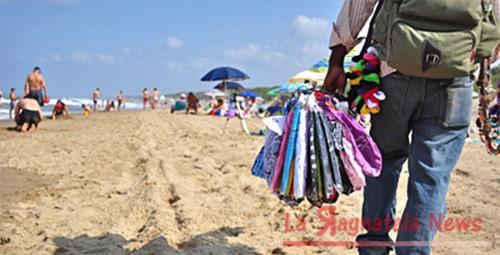 spiagge_venditori_ambulanti