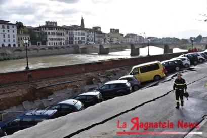 ++ Voragine di 200 metri su Lungarno in centro a Firenze ++