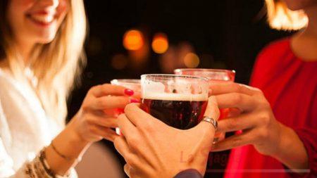 Alcol è boom, salute dei giovani a rischio binge drinking