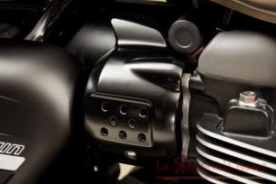 Street_Twin_Black_Throttle_Body_Cover.5d3489f0