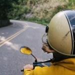 Gli accessori da non dimenticare durante i viaggi in moto