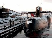 Sottomarino russo nella sua base artica di Severomorsk