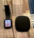 L'apple watch è messo solo per indicare le dimensioni della base Aukey (non può ricaricarlo)