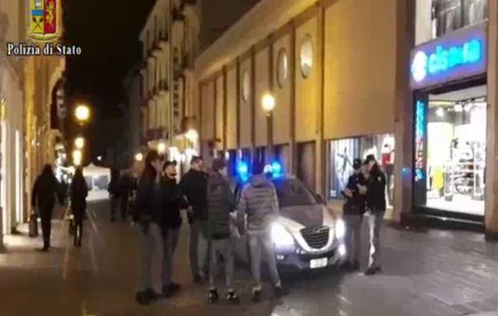 Napoli. Accoltellarono minorenne davanti a un pub in via Scarlatti: presa baby-gang