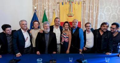 Napoli ricorda Troisi: 'omaggio a La Smorfia a 40 anni dalla nascita'