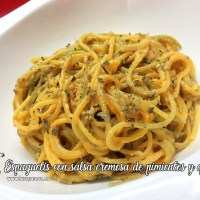 Espaguetis con salsa cremosa de pimientos y queso
