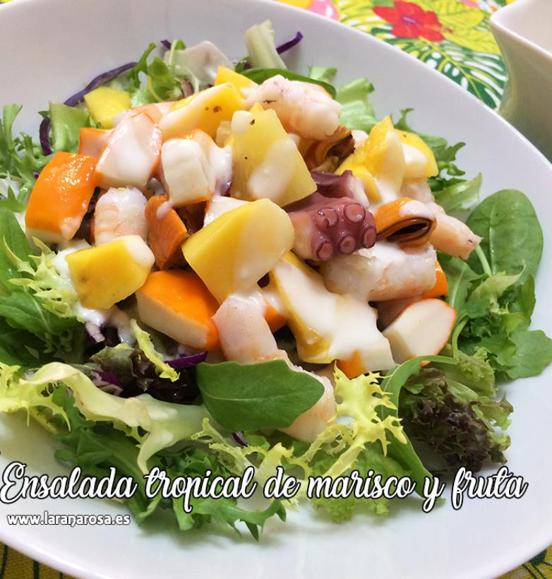 Ensalada tropical de marisco y fruta