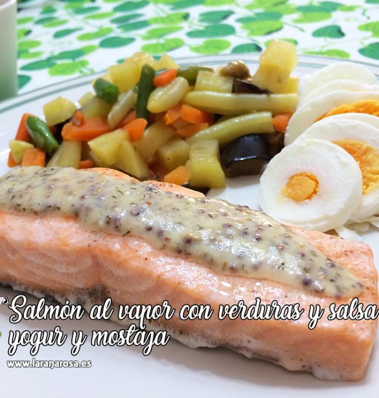 Salmón al vapor con verduras y salsa de yogur y mostaza