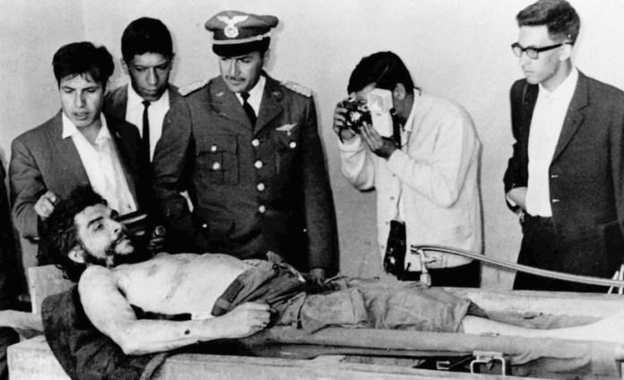 Resultado de imagen para Fotos de asesinato de Ernesto Che Guevara.