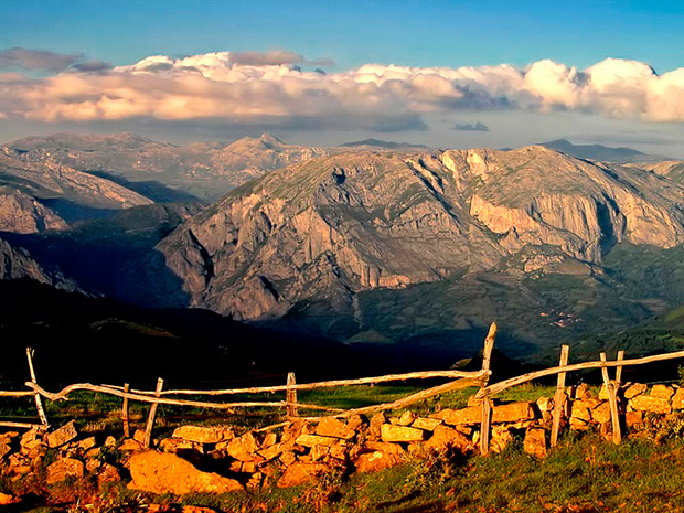 Paisaje casa rural L'Arboleu Asturias Teverga