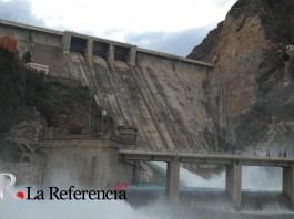 """Pantano del """"El Cenajo"""" desembalsando agua"""