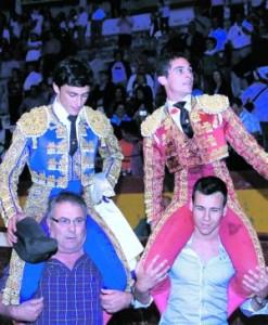 Filiberto y David Fernández salen a hombros, en Cehegín. Foto: Paco Sastre