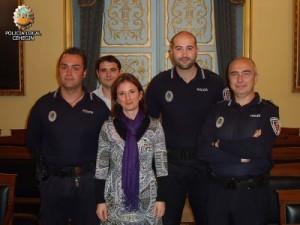 Foto de archivo ::La Concejal Maria Dolores Carrasco con miembros de la Policia Local de Cehegín: