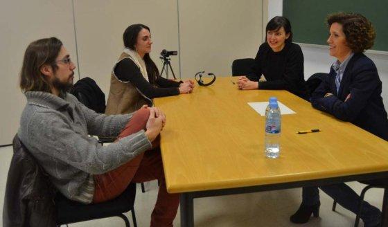 La investigadora Blanca Otero (segunda por la derecha) en una simulación de mediación.