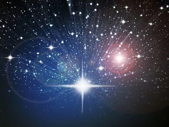 Miles de estrellas invaden el universo.