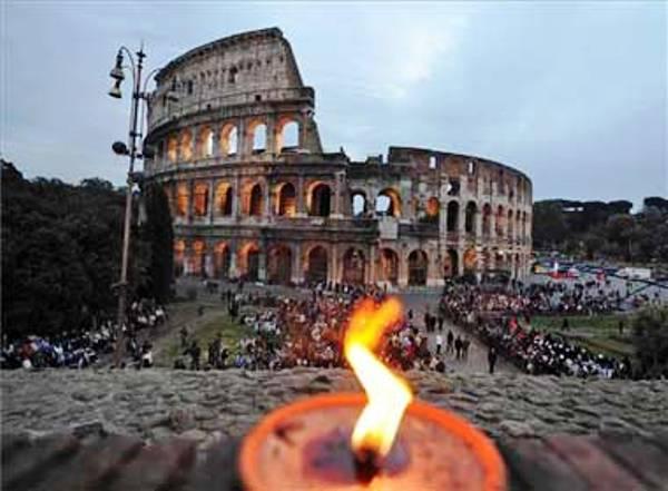 https://i1.wp.com/www.larepublica.ec/wp-content/uploads/2013/03/Via-crucis-Coliseo-Romano.jpg