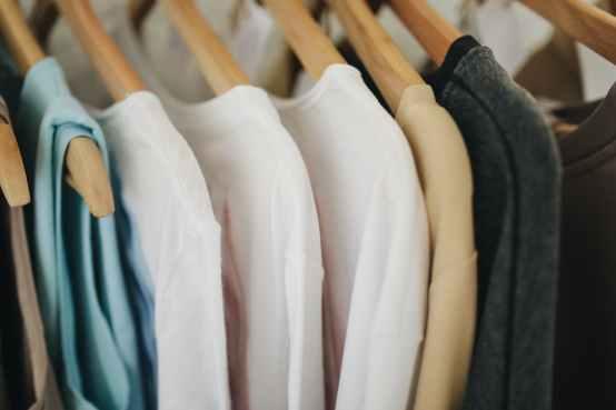 El número ideal de prendas en un armario