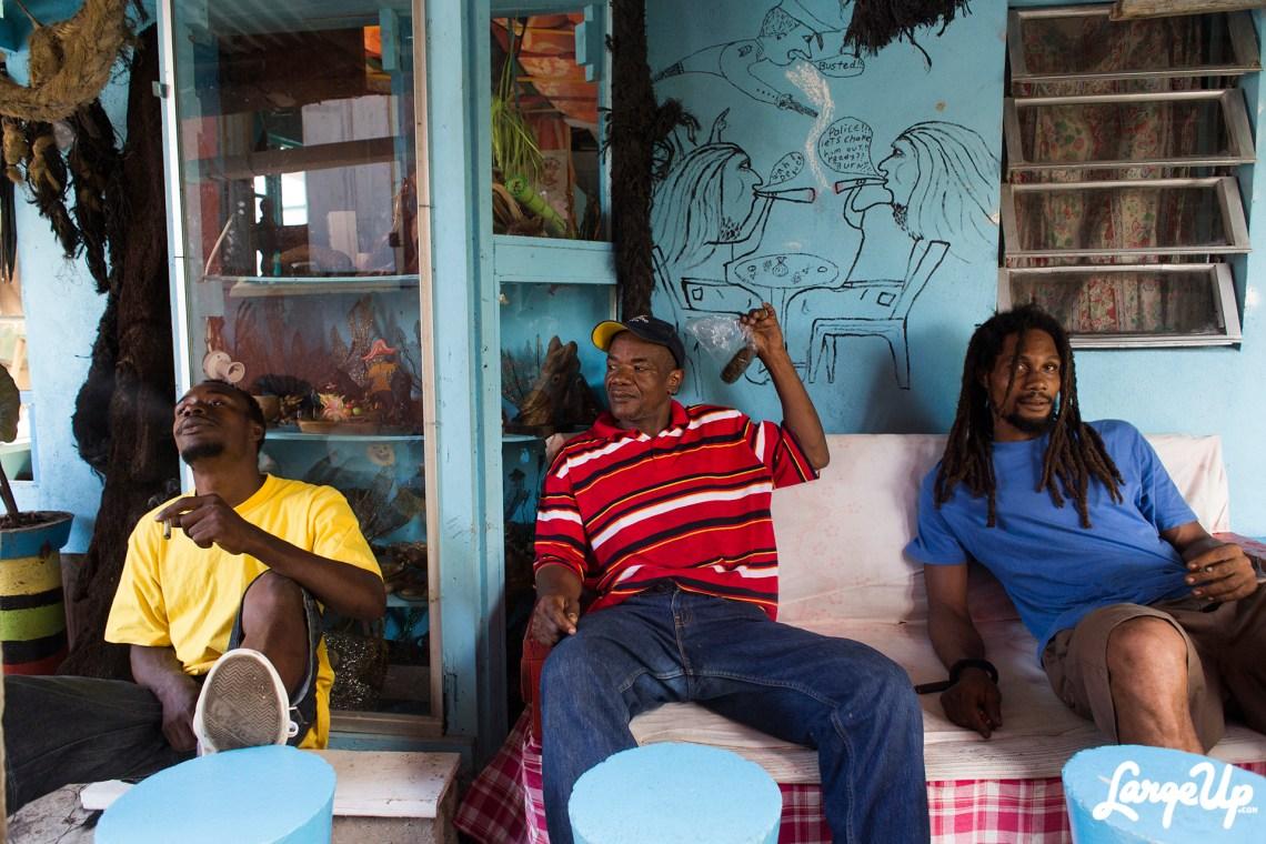 grand-bay-dominica-smokers-at-de-elf