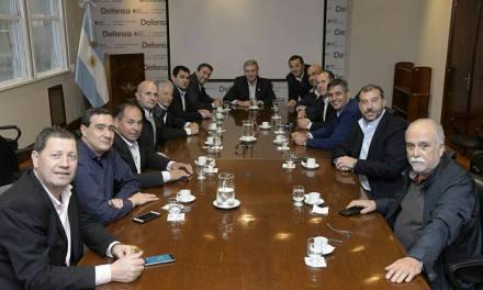 Intendentes del interior reunidos con el Ministro de Defensa