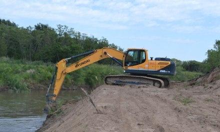 Se realiza la limpieza de ambas márgenes del río Chocancharava